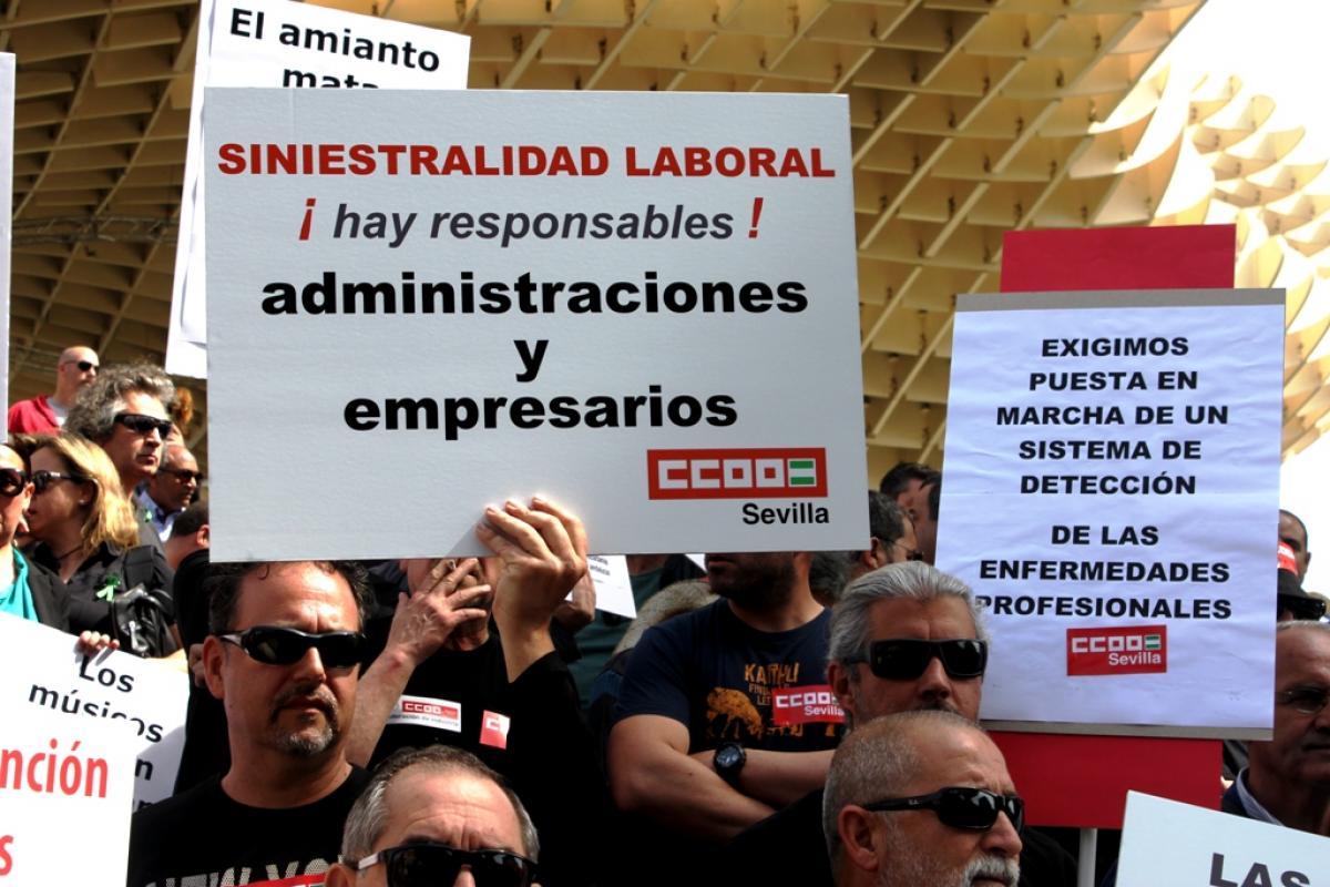 Concentración contra la siniestralidad laboral en Sevilla.